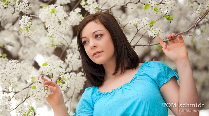 senior pictures, kc portraits, spring flowers, tom schmidt
